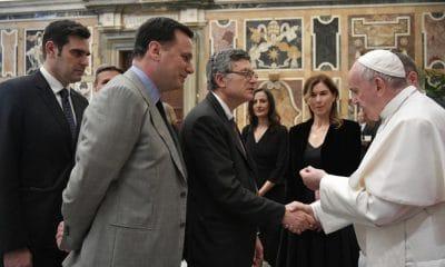 Ferenc pápa az újságírókkal