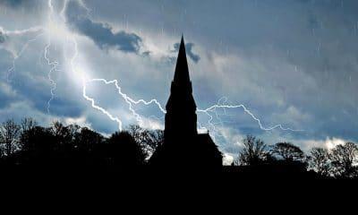 rossz időben templomba menni