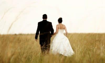 Házaspár a mezőn